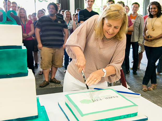 Janet Thornton cutting cake