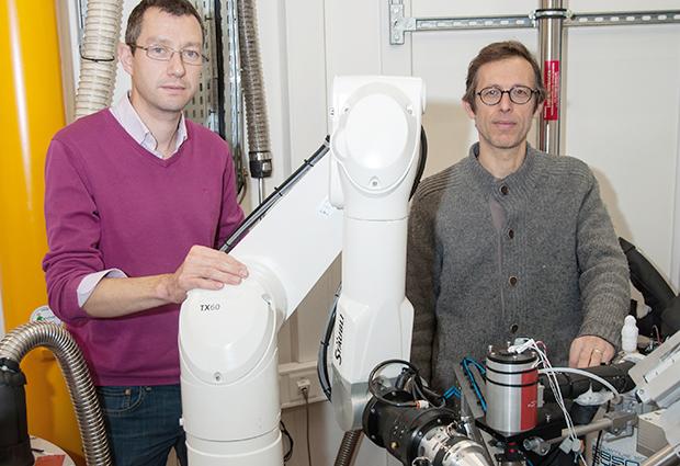 Matthew Bowler and ESRF colleague Didier Nurizzo on the MASSIF1 beamline.  PHOTO: Franck Felisaz
