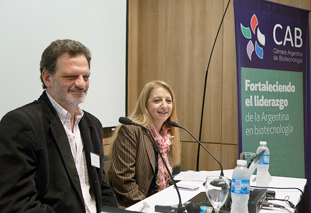 Fernando Goldbaum, Argentina's EMBL Council delegate, joins Graciela Ciccia of the Argentina Chamber of Biotechnology (CAB), at the industry seminar. PHOTO: CAB