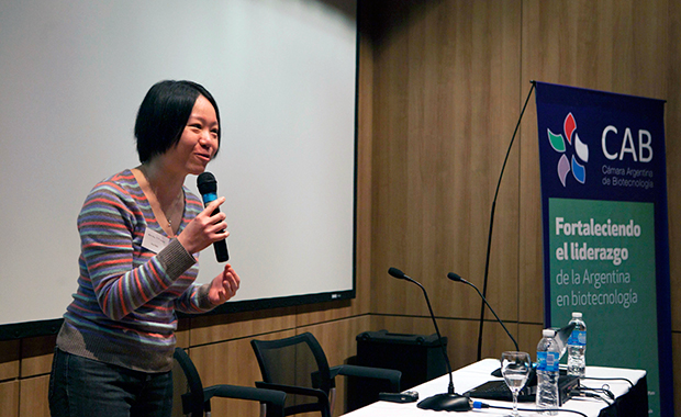 Amy Tang, bioinformatician and trainer, delivers a talk at the bioinformatics roadshow. PHOTO: Dominic Clark