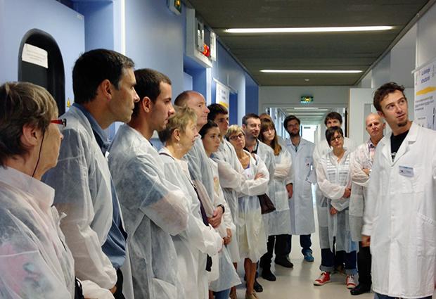 Visitors take a tour during the Fête de la Science Open Day at EMBL Grenoble and Institut de Biologie Structurale, 18 October. PHOTO: Emmanuelle Bensaude