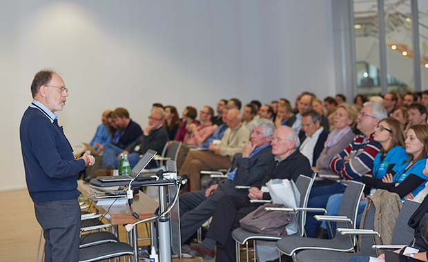 Michael Rossmann presents the keynote lecture. PHOTO: EMBL Photolab/Hugo Neves