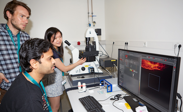 Ella Fung during a microscopy session. PHOTO: EMBL Photolab/Marietta Schupp