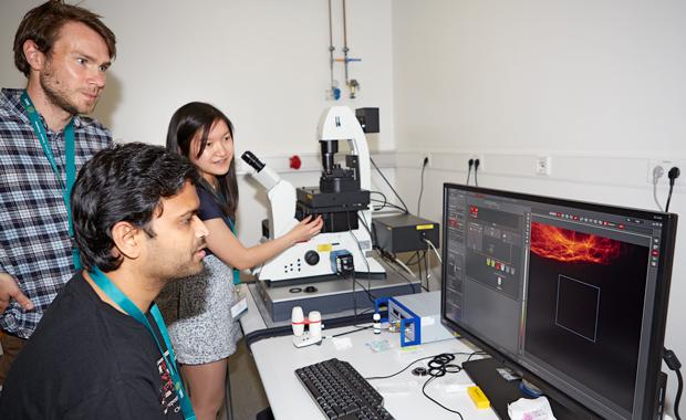 Ella Fung during a microscopy session. PHOTO: EMBL Photolab/Marietta Schupp