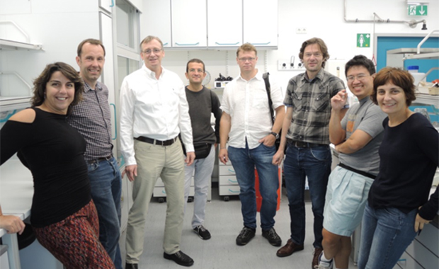 EMBL alumni 93 class in a newly refurbished lab, located where some of them used to work.