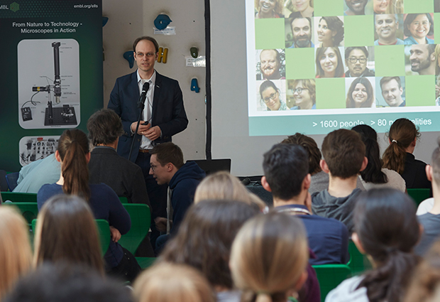 Robert Prevedel talks about EMBL and microscopy at the Internationale Gesamtschule Heidelberg. PHOTO: EMBL/Hugo Neves
