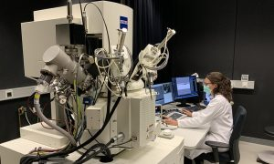 Laboratory Officer Nicole Schieber working in EMBL's Electron Microscopy Core Facility. PHOTO: Viola Oorschot/EMBL