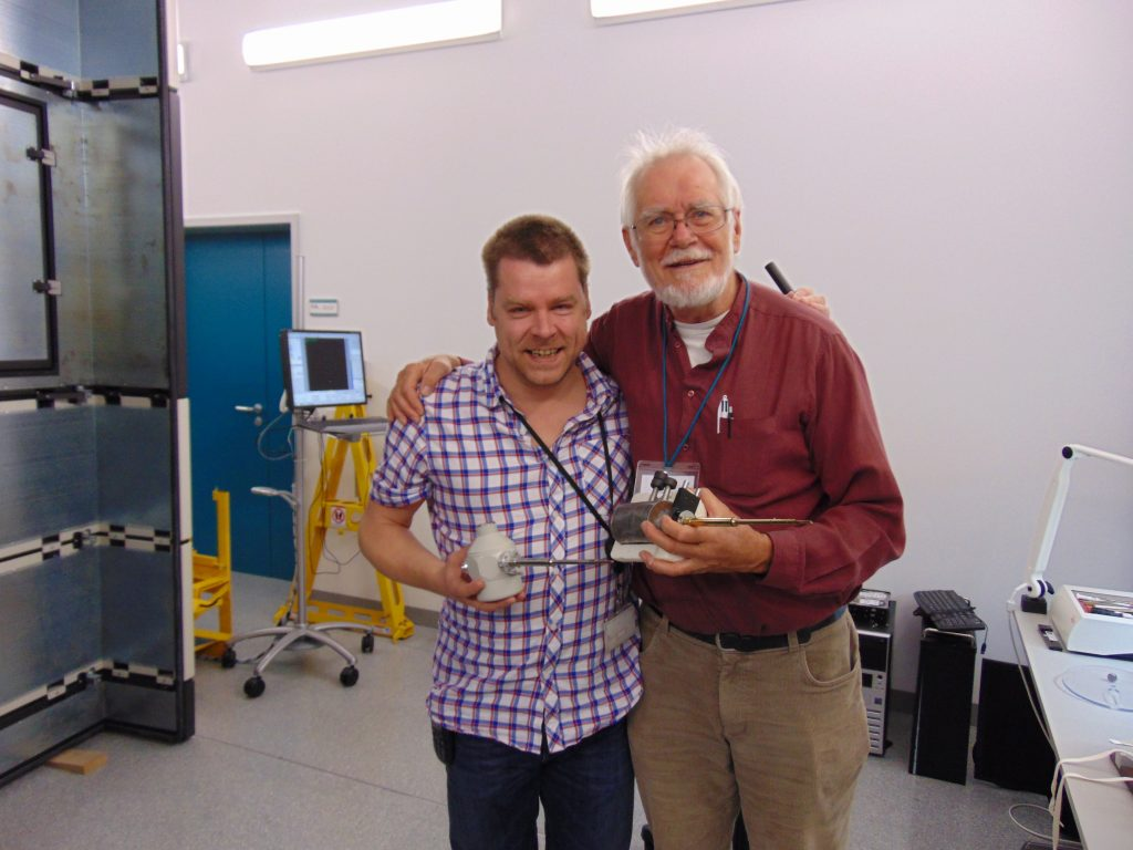 Wim Hagen and Jacques Dubochet compare old and new. PHOTO: EMBL